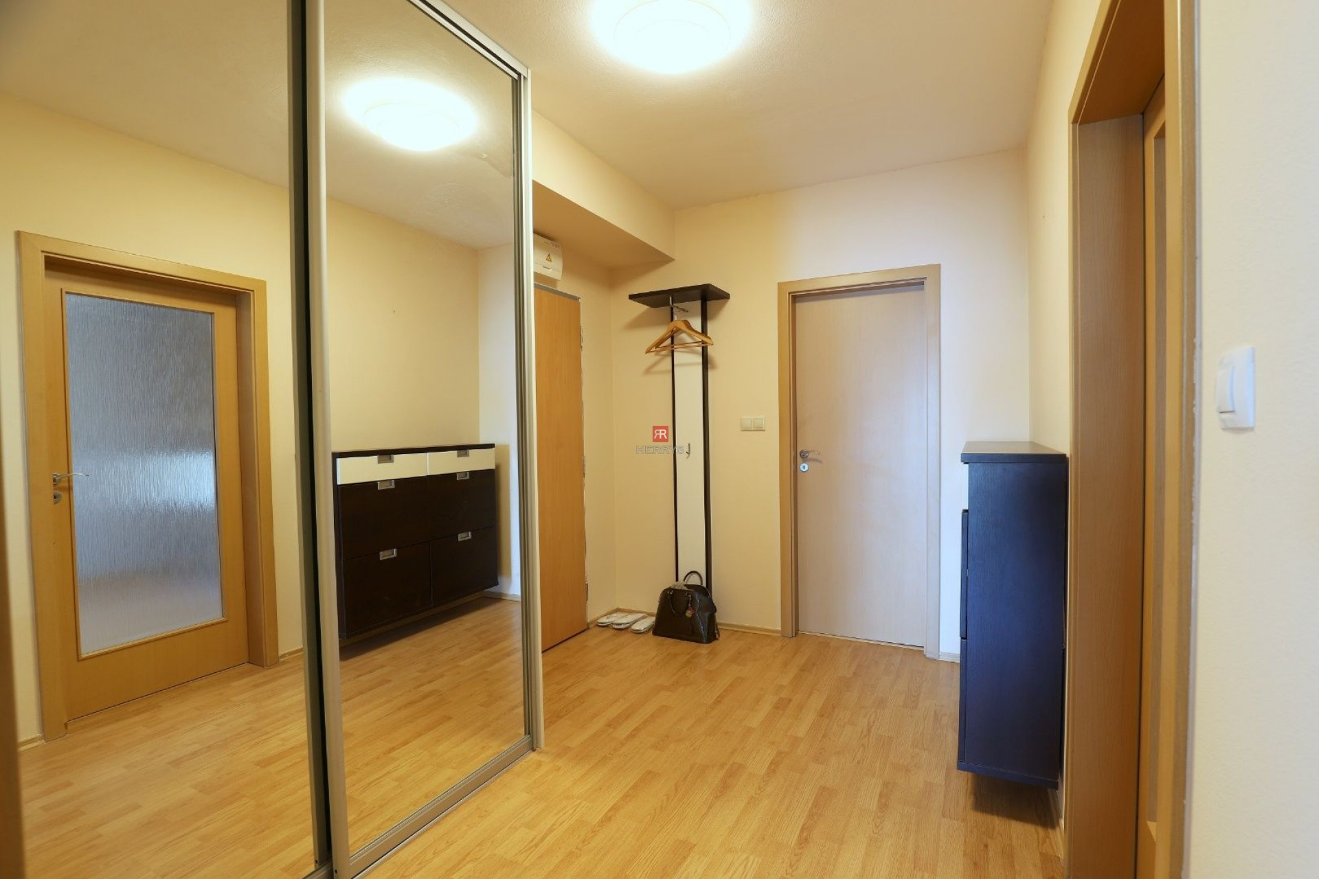 HERRYS - Na prenájom zariadený 2 izbový byt v novostavbe na Jégeho ulici pri OC Centrál, garáž