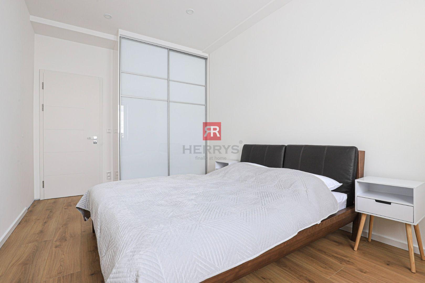 HERRYS - Na prenájom exkluzívny kompletne zariadený 3 izbový byt s krásnym výhľadom na nábreží Dunaja