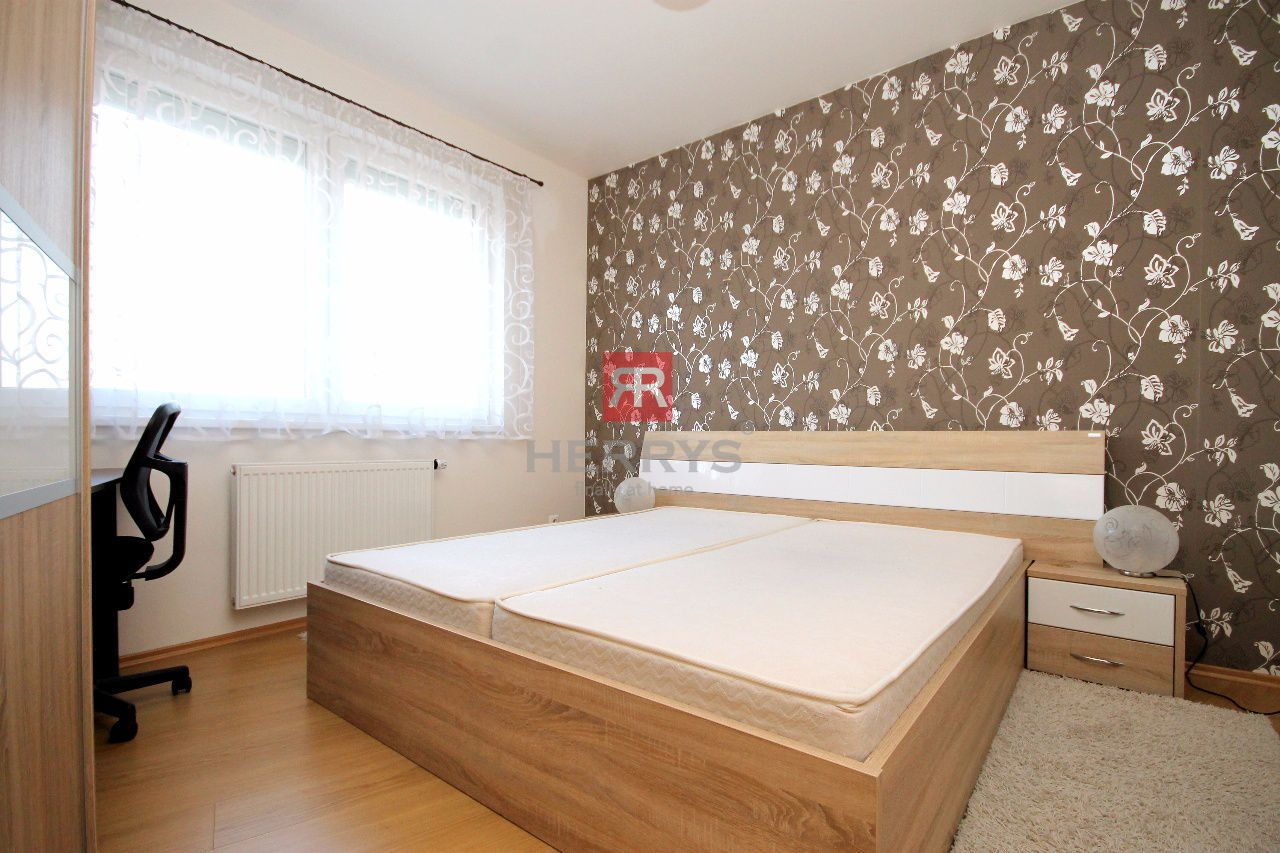 HERRYS - Na prenájom moderný 2 izbový byt v novostavbe Perla Ružinova, s internetom, TV a garážovým státim v cene