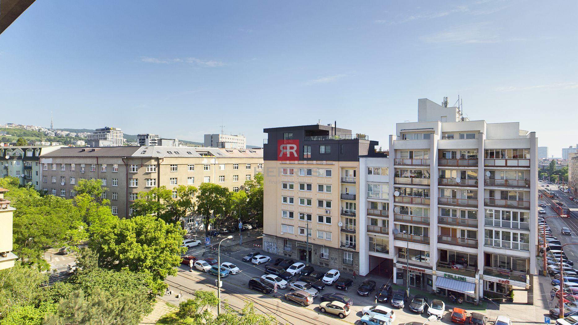 HERRYS - na predaj 3 (možný 4) izbový byt v Starom Meste s 2 balkónmi