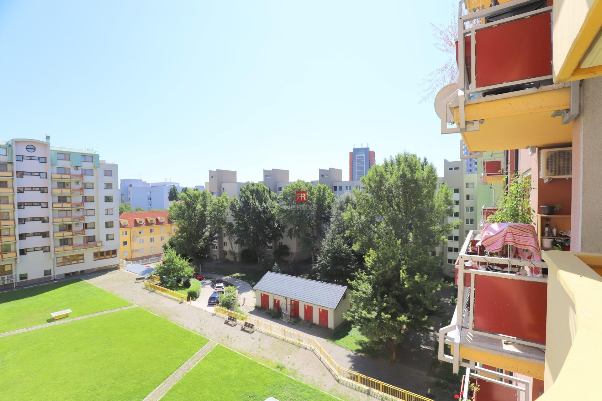 HERRYS - na prenájom 2 izbový byt s parkingom v novostavbe pri Štrkoveckom jazere