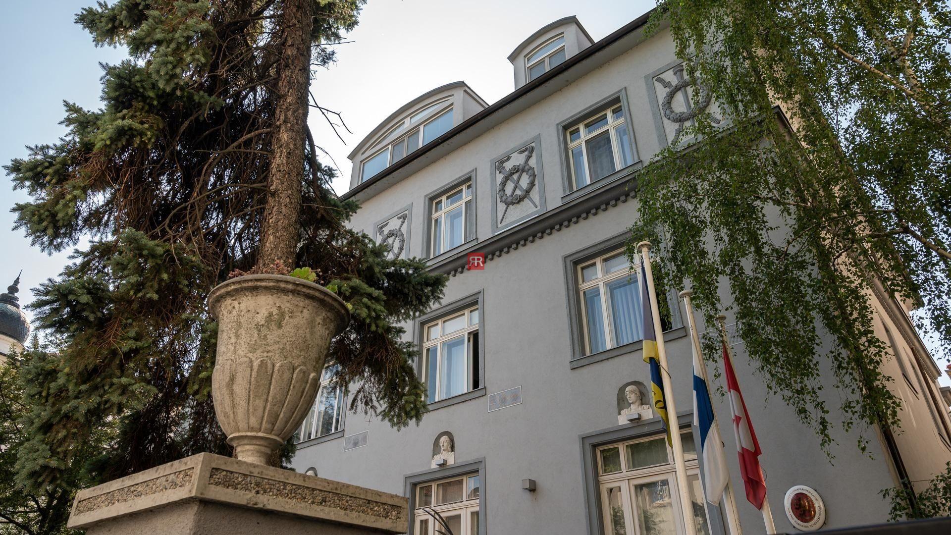 HERRYS - Na predaj veľkometrážneho 4 izbového bytu na najvyššom poschodí s krbom aterasou v mestskej vile, Moyzesova ulica - REZERVOVANÉ