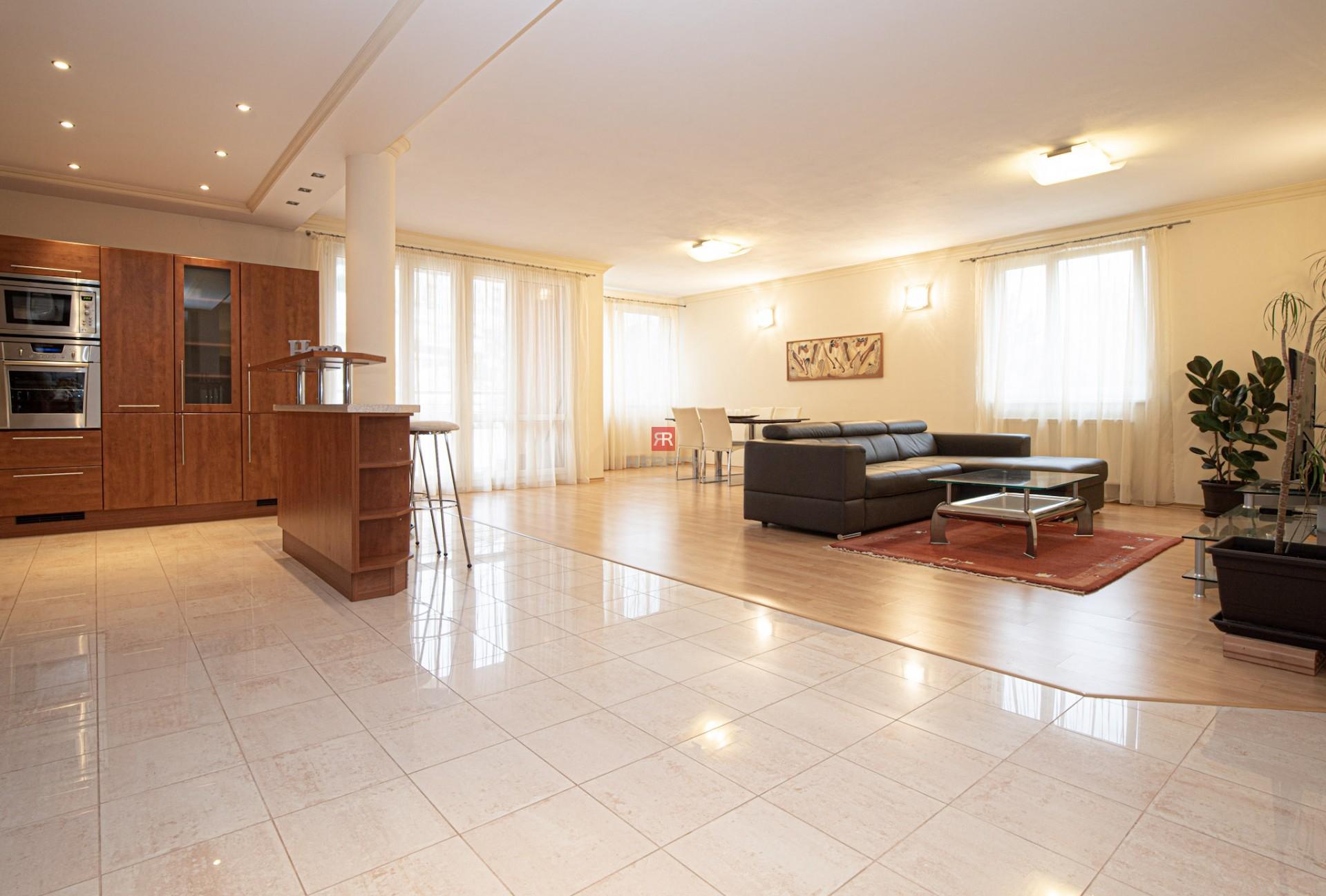 HERRYS - Na prenájom priestranný 3 izbový byt s garážou vo vyhľadávanej lokalite Dúbravky
