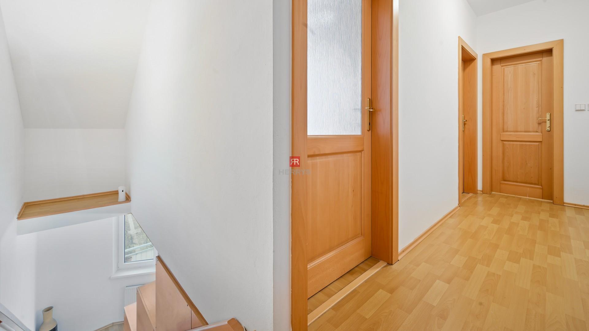 HERRYS - Na predaj priestranný 5 izbový mezonetna ul. J. Murgaša v Senci