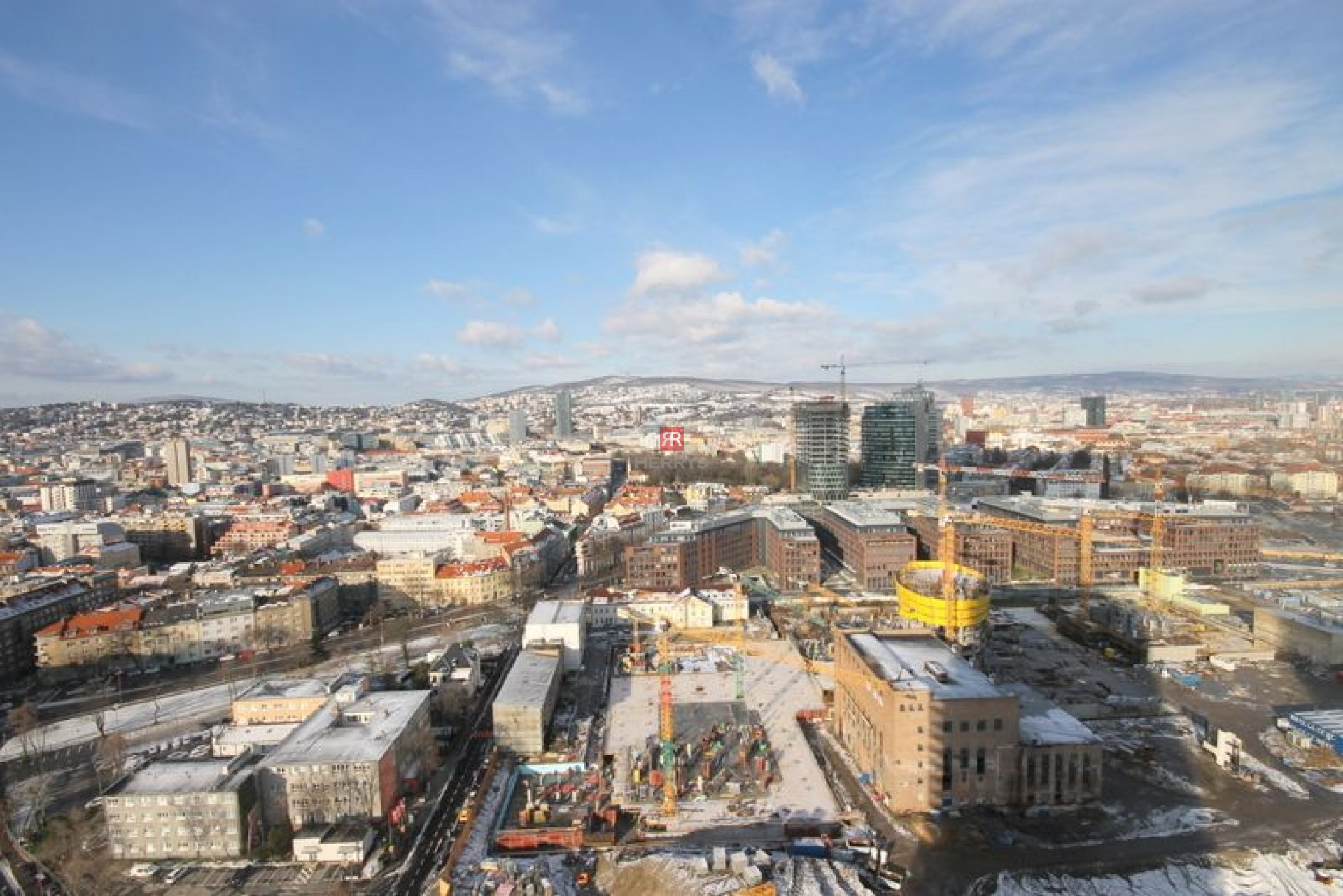 HERRYS - Na prenájom 1 izbového zariadenéhoapartmánu na 28. poschodí v projekte Panorama City