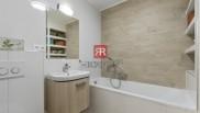 HERRYS - Na predaj krásny presvetlený 4 izbový mezonetsveľkou predzáhradkou plnou zelene a krbom v obývačke
