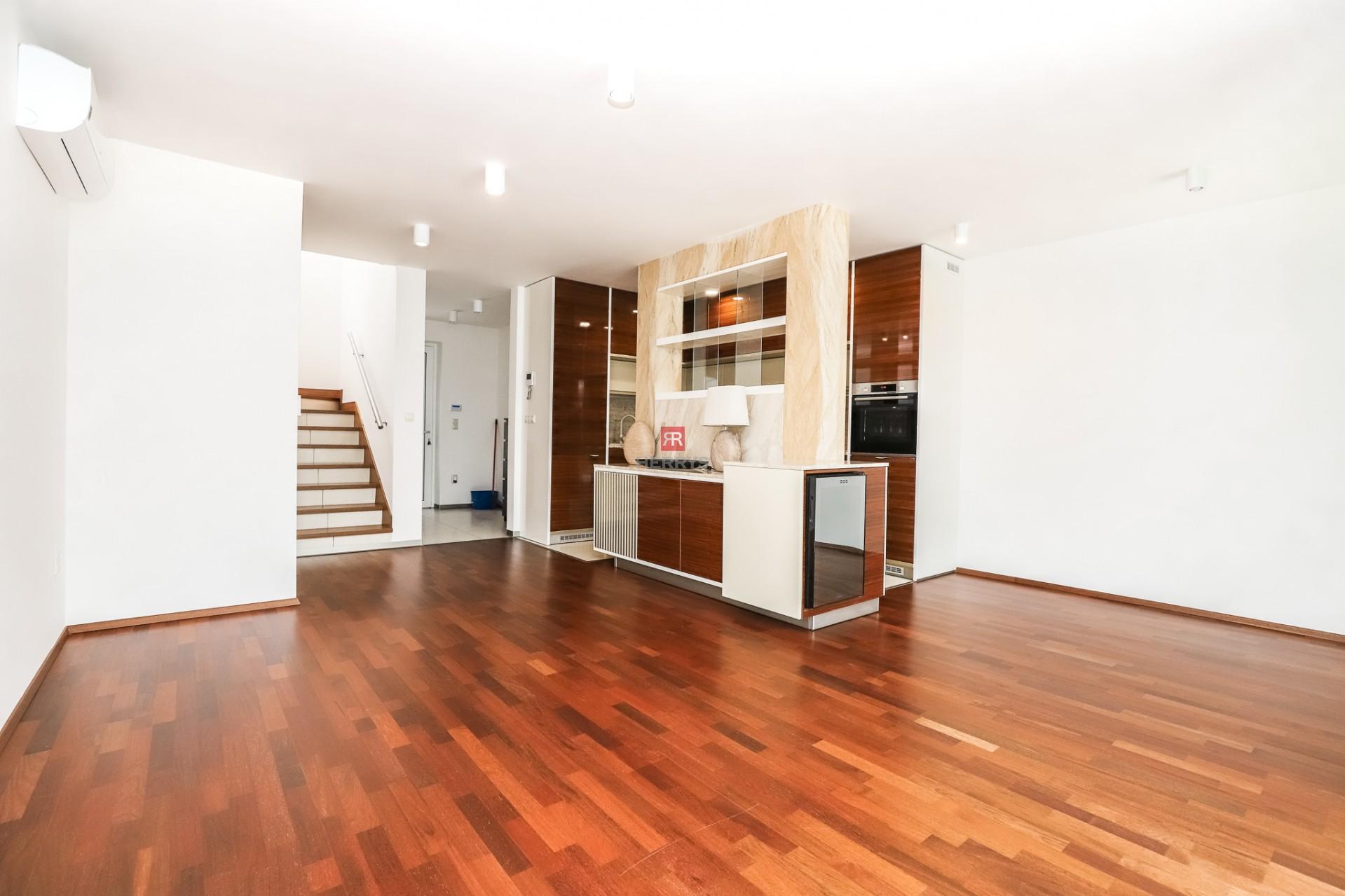 HERRYS - Na prenájom nadštandardný 3 izbový byt s terasou, záhradkou a parkovaním v uzavretom areáli