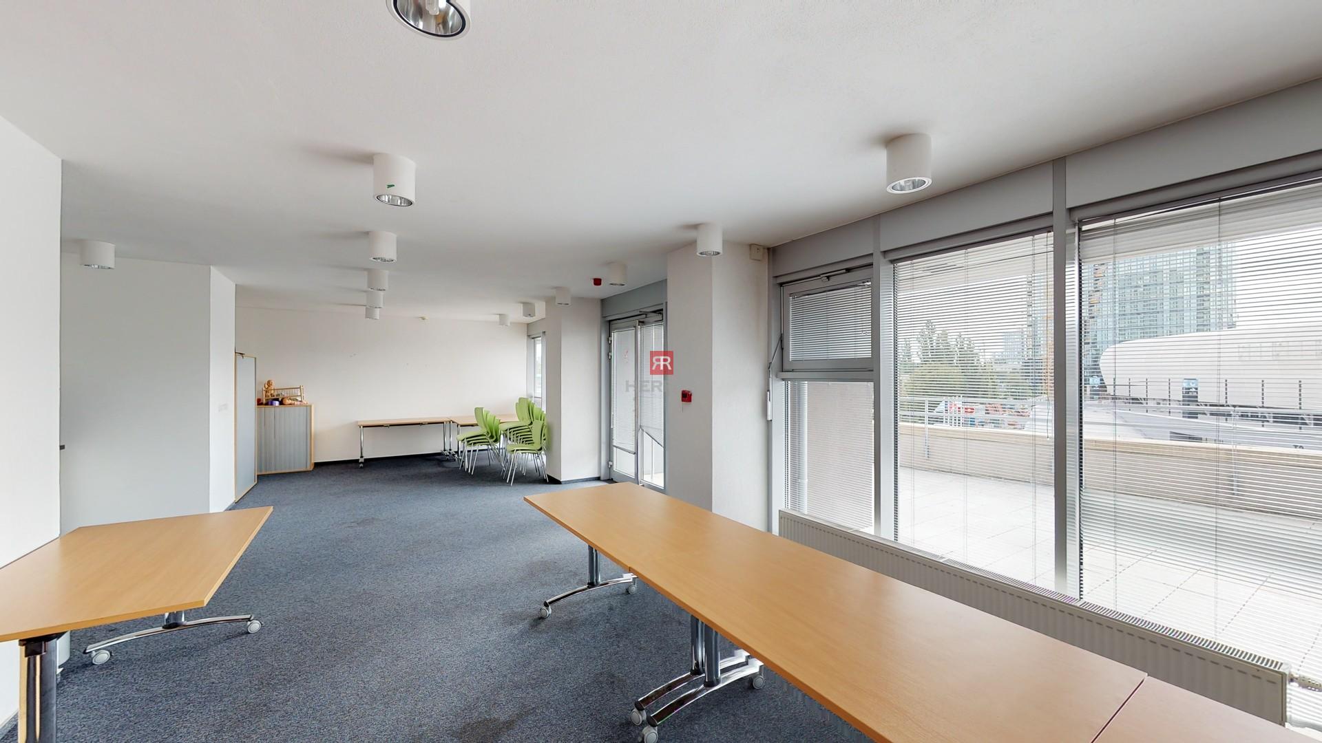 HERRYS - Na prenájom priestranný 2 izbový byt s garážovým státím v projekte III Veže