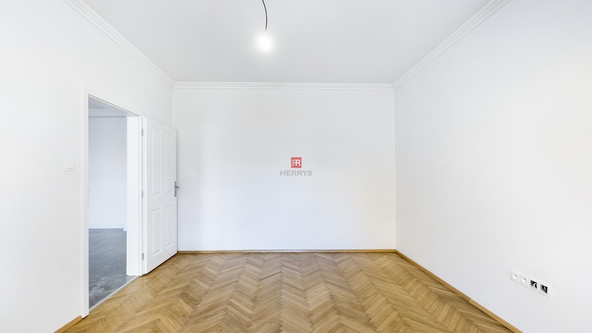 HERRYS - Na predaj kompletne novo-zrekonštruovaný 3.izbový byt s balkónom v tehlovom dome na Grösslingovej ulici oproti Gymnáziu