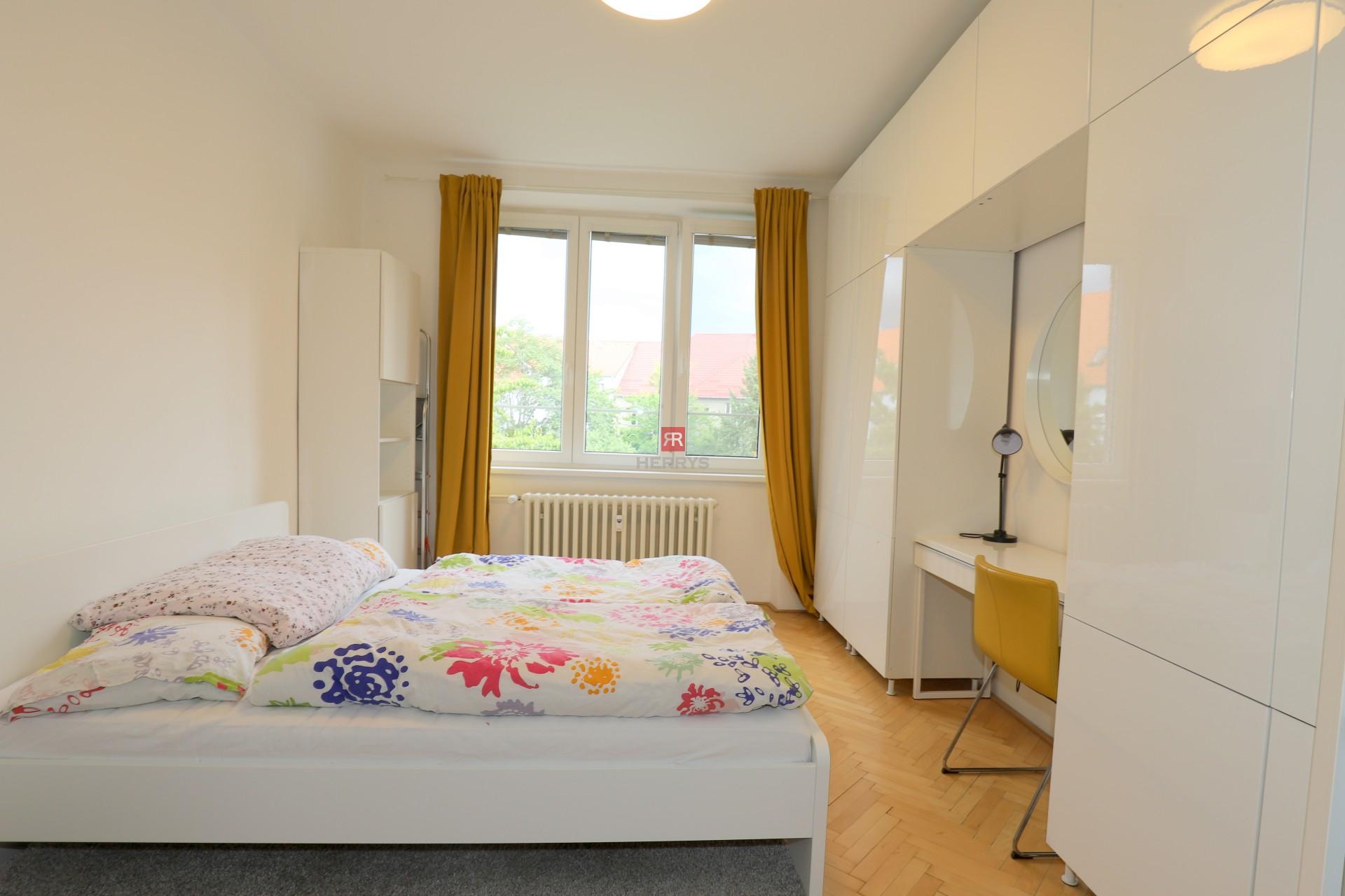 HERRYS - Na prenájom príjemný2 izbový byt na Holekovej ulici pri železničnej stanici v Starom Meste