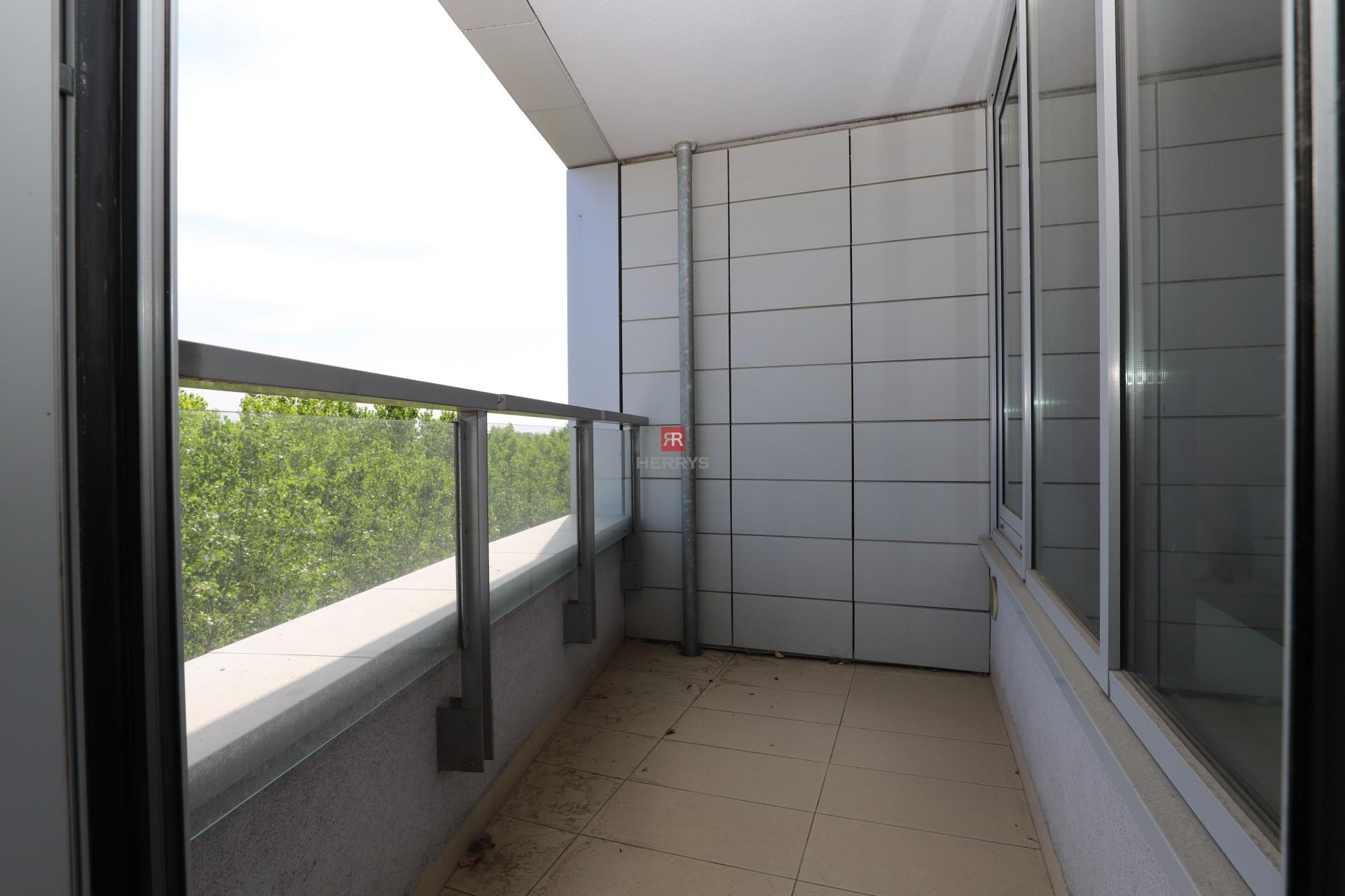 HERRYS - Na prenájom 2 izbový byt s lodžiou v obľúbenej novostavbe III veže s orientáciou na východnú stranu