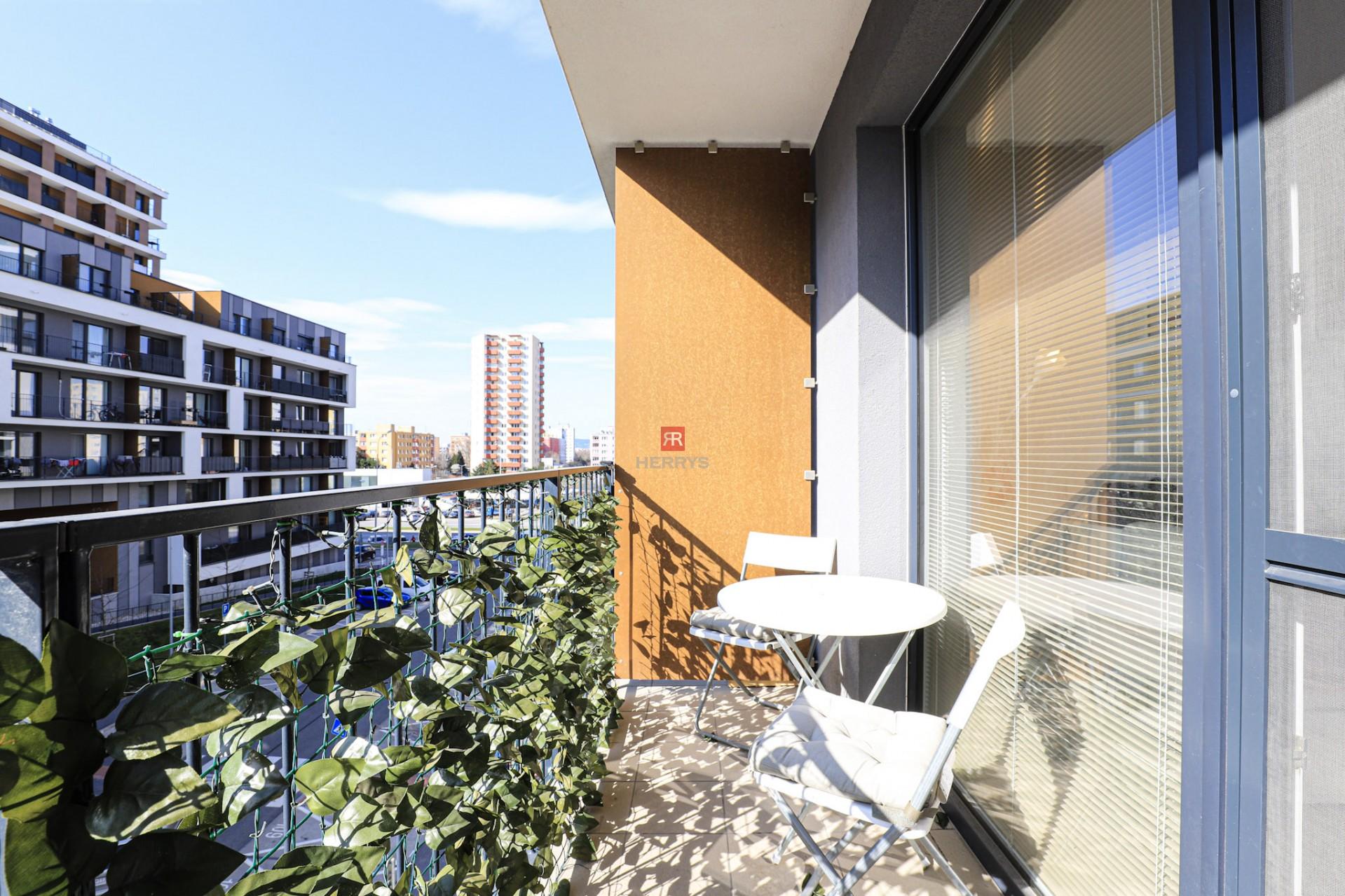 HERRYS - Prenájom – slnečný 1 izbový byt vrátane parkovacieho miesta v projekte Slnečnice Mesto