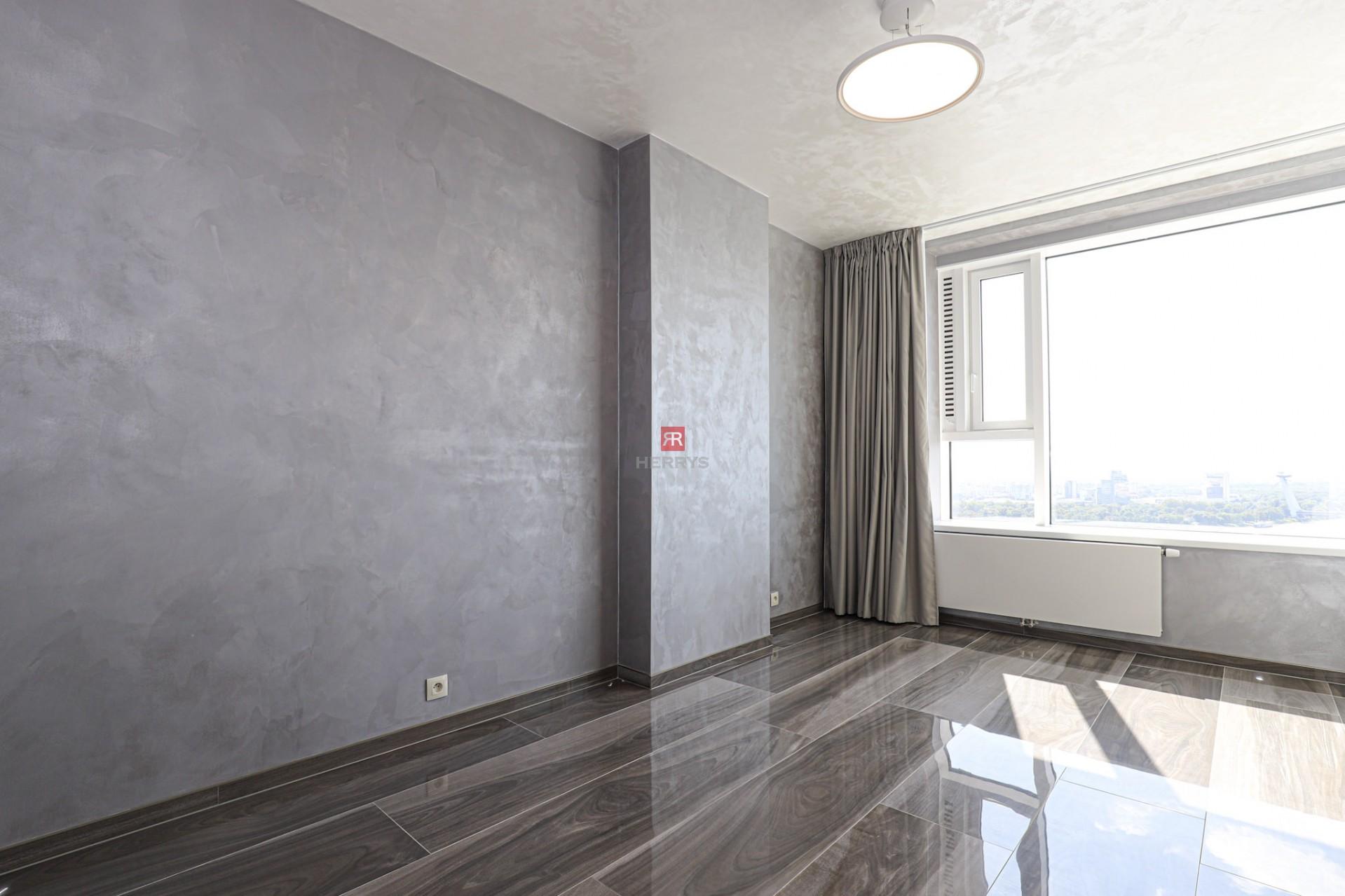 HERRYS - Na prenájom moderného a nového 3 izbového bytu na 30 p. s výhľadom na Bratislavský hradv projekte Panorama City