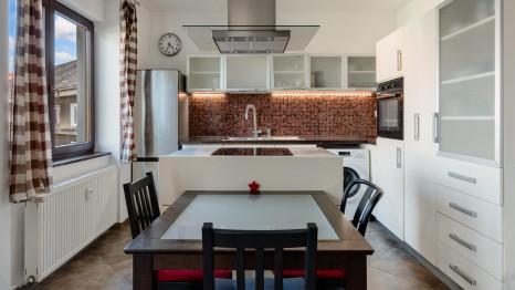 HERRYS - Na predaj veľmi priestranný2 izbový byt v tehlovom bytovom dome vStarom Meste