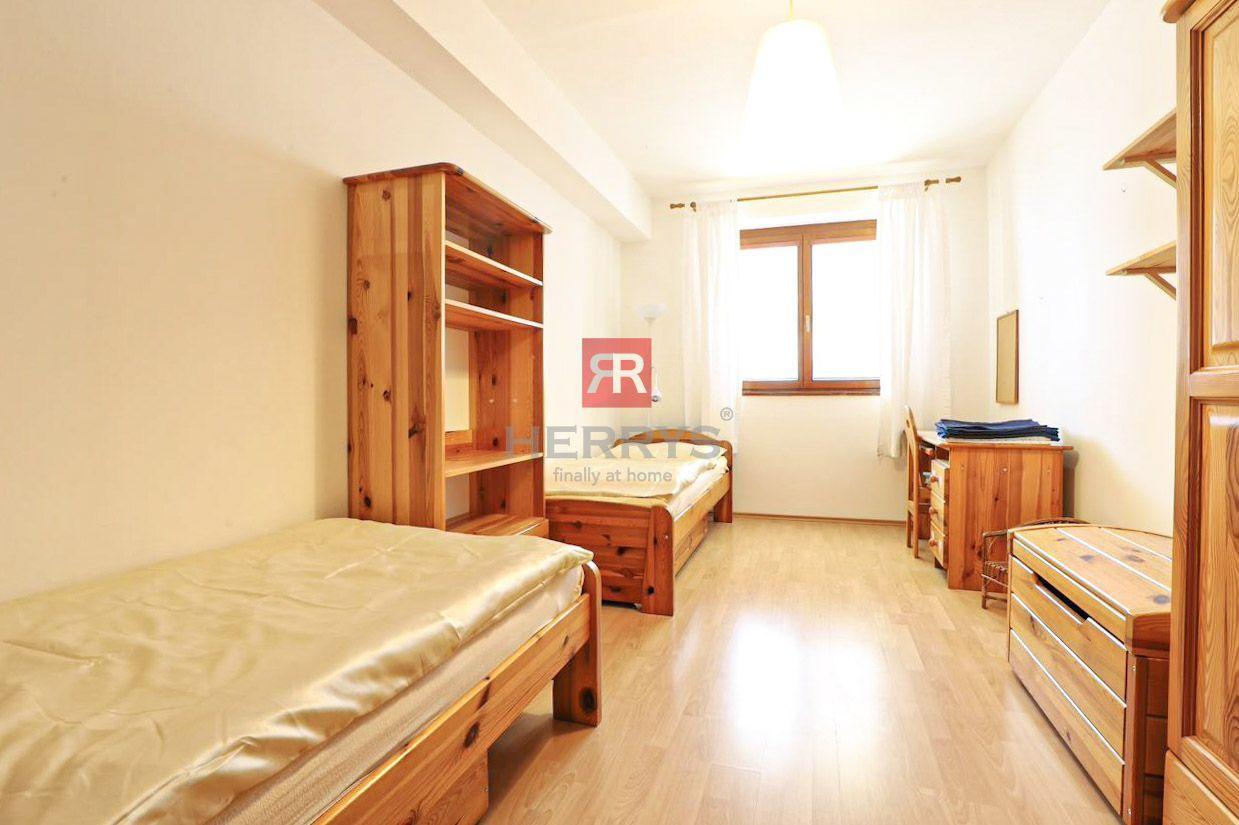 HERRYS - Na prenájom kompletne zariadený priestranný 3 izbový byt s krbom a vlastnou garážou na Dlhých dieloch