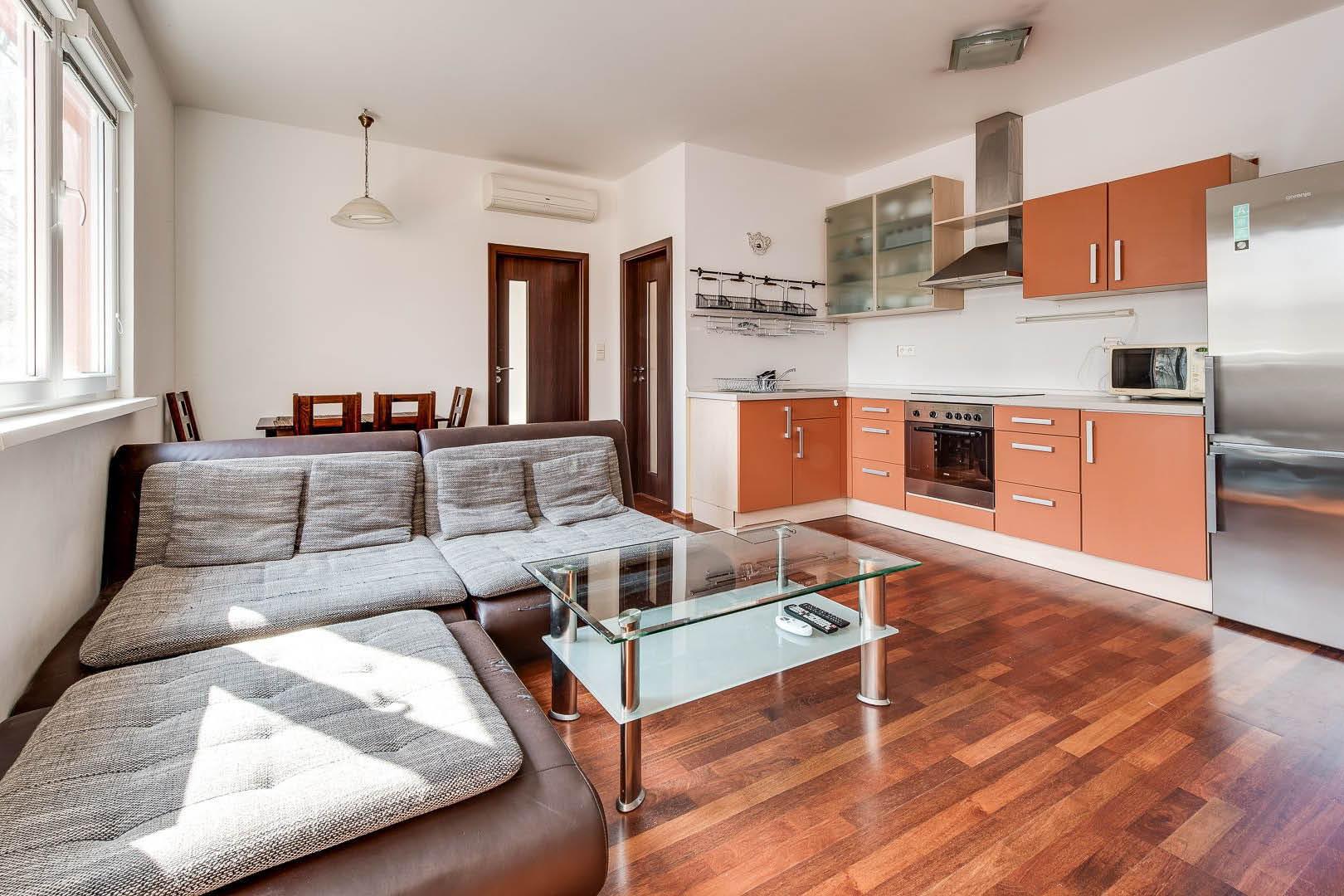 PREDANÉ   3 izbový byt   Šustekova, Bratislava